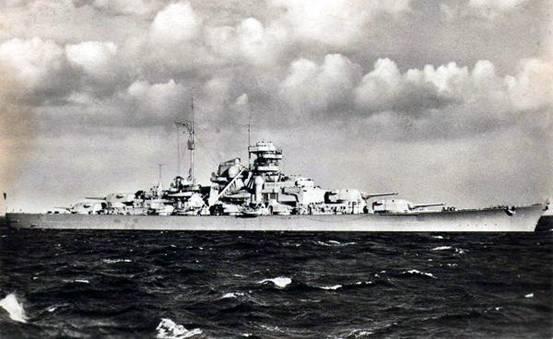 """母舰""""为首的60余艘英国皇家海军的各型军舰及数型飞机围攻后被击沉."""