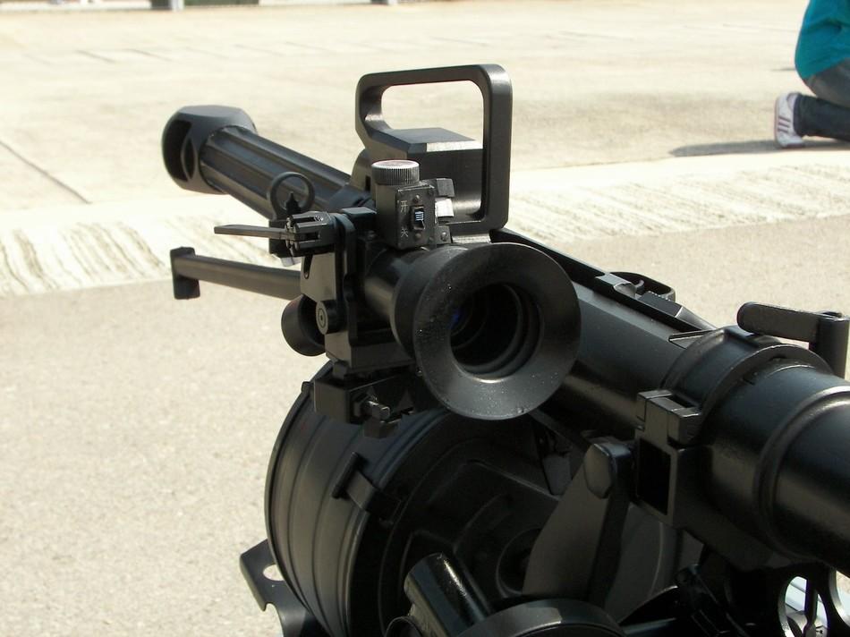 库尔德士兵手持中国87式榴弹炮对战极端武装