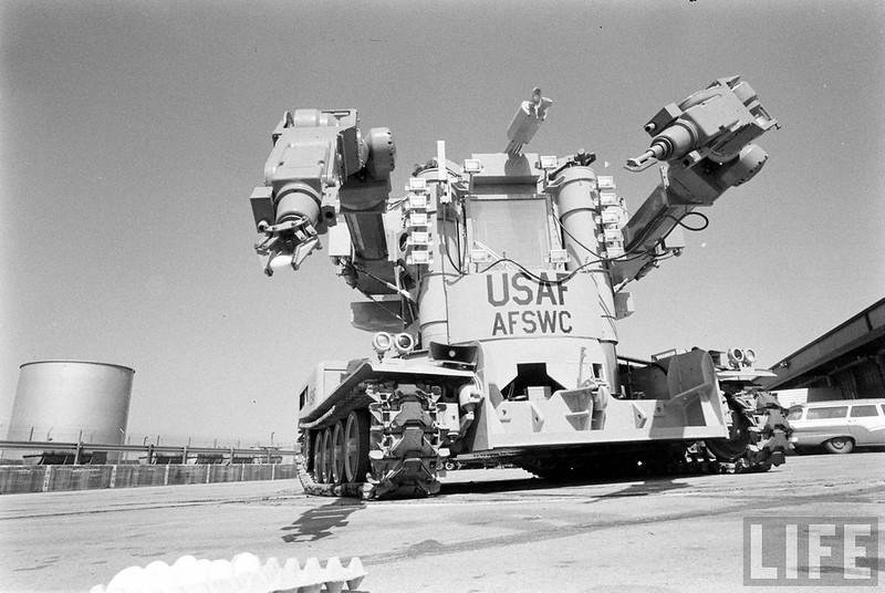 史上最牛飞机加油车:美帝1962年研制的高达