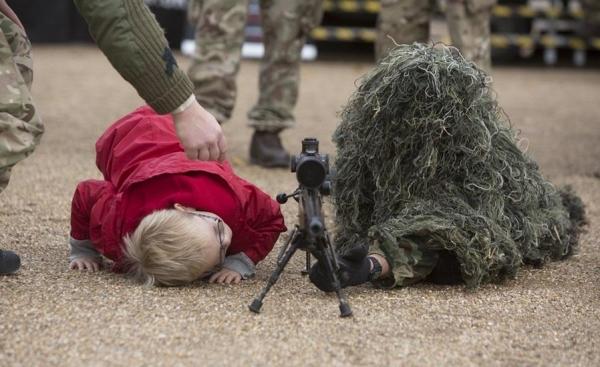 各国士兵让人捧腹的奇葩伪装术