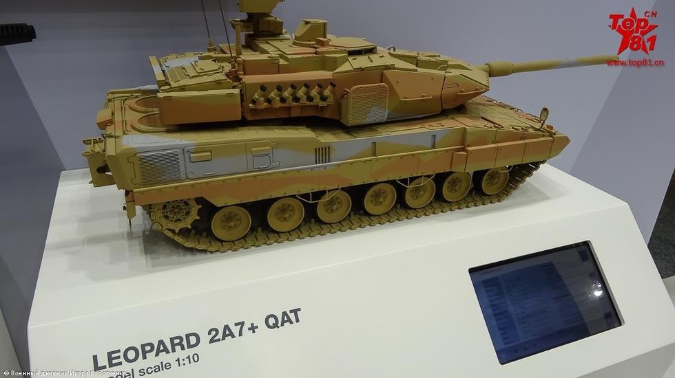 在不久前举行的阿布扎比防务展上,德国克劳斯玛菲-韦格曼公司推出了出口版豹2A7+主战坦克,该坦克适合在沙漠条件和炎热气候等恶劣环境下作战。从其此次以沙漠迷彩涂装参展,可以看出其出口国主要针对中东国家,而且德国已向沙特交付了该型坦克。(鸣谢 鼎盛军事 ALEX007)
