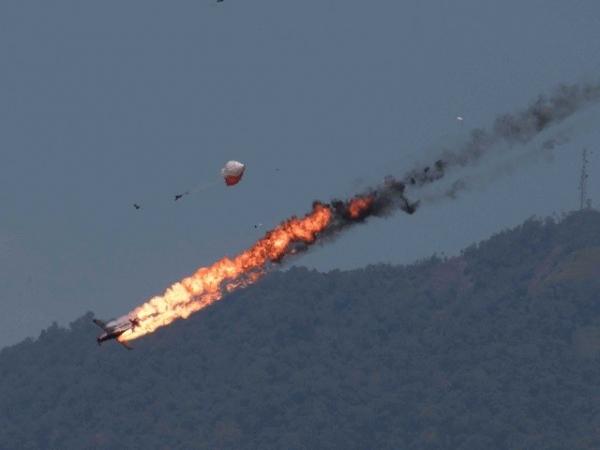 兰卡威航展两架飞机相撞坠毁