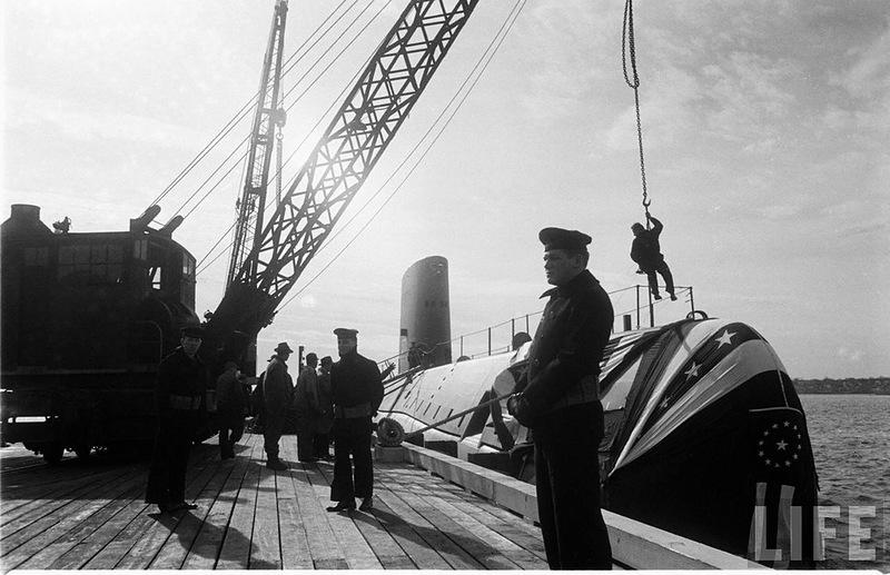 """世界上第一艘核潜艇""""鹦鹉螺""""号下水"""