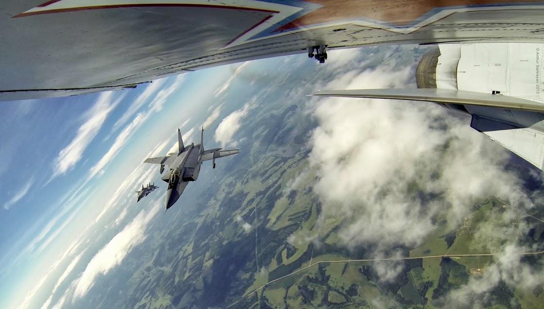 将运动相机固定到飞机上:视角独特的米格战机