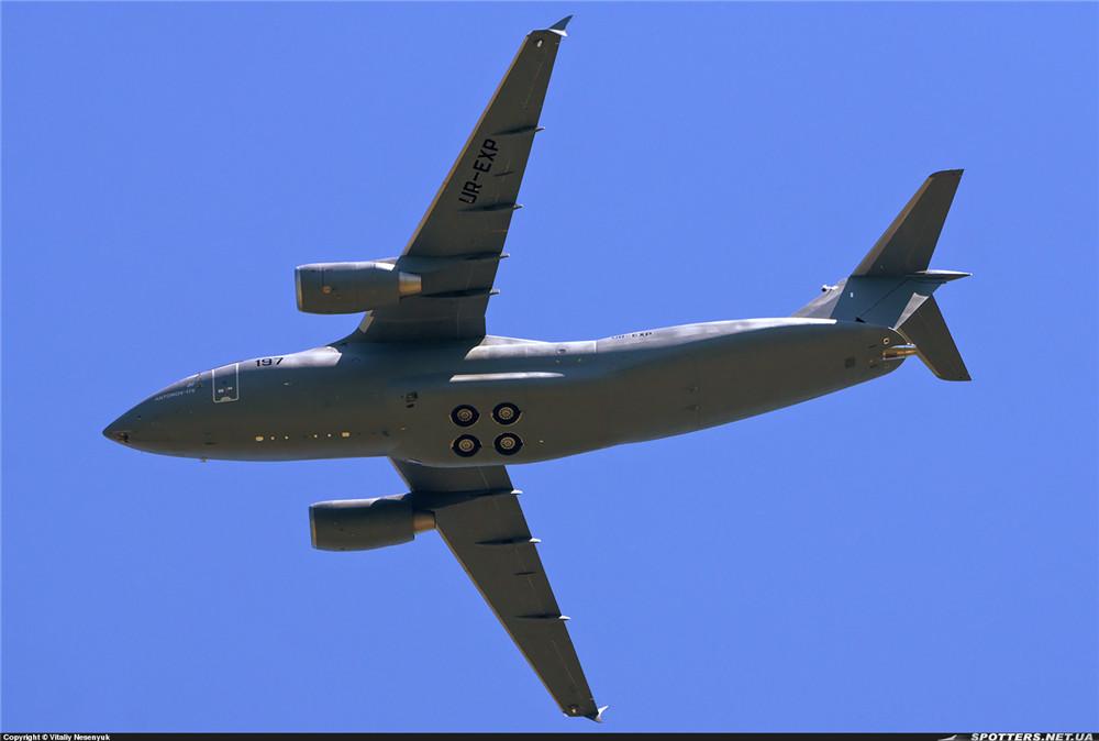 安东诺夫的an-178运输机准备参加巴黎航展