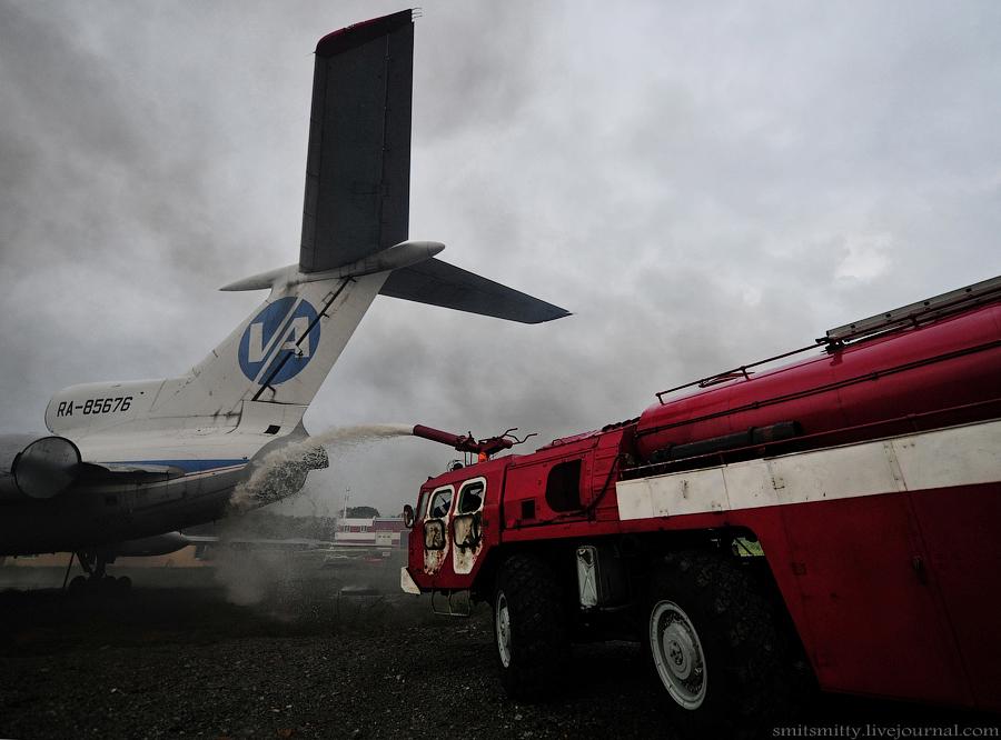 2015年8月,符拉迪沃斯托克(海参崴),俄罗斯紧急情况部在某远东机场进行演习。在符拉迪沃斯托克(海参崴)国际机场,通过对飞行保障方面的搜索和救援(SPASOP)的相关学说的学习以及与俄罗斯联邦紧急情况部的有关部门交流学习,使得远东地区的紧急情况部的人员在应对飞机燃油溢出类事故的处理有了较为明确和清晰的认识。此次演习的背景为,在Knevichi飞机准备着陆之际,飞机的发动机起火。之后进入紧急降落状态,机组人员要求得到机场所有方面的支持。在此类情况下,机场方面在飞机着陆前有15分钟时间做相应准备。在飞机着
