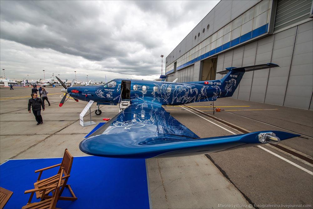 皮拉图斯pc-12涡桨公务机,采用的是瑞士飞机制造公司75周年纪念涂装