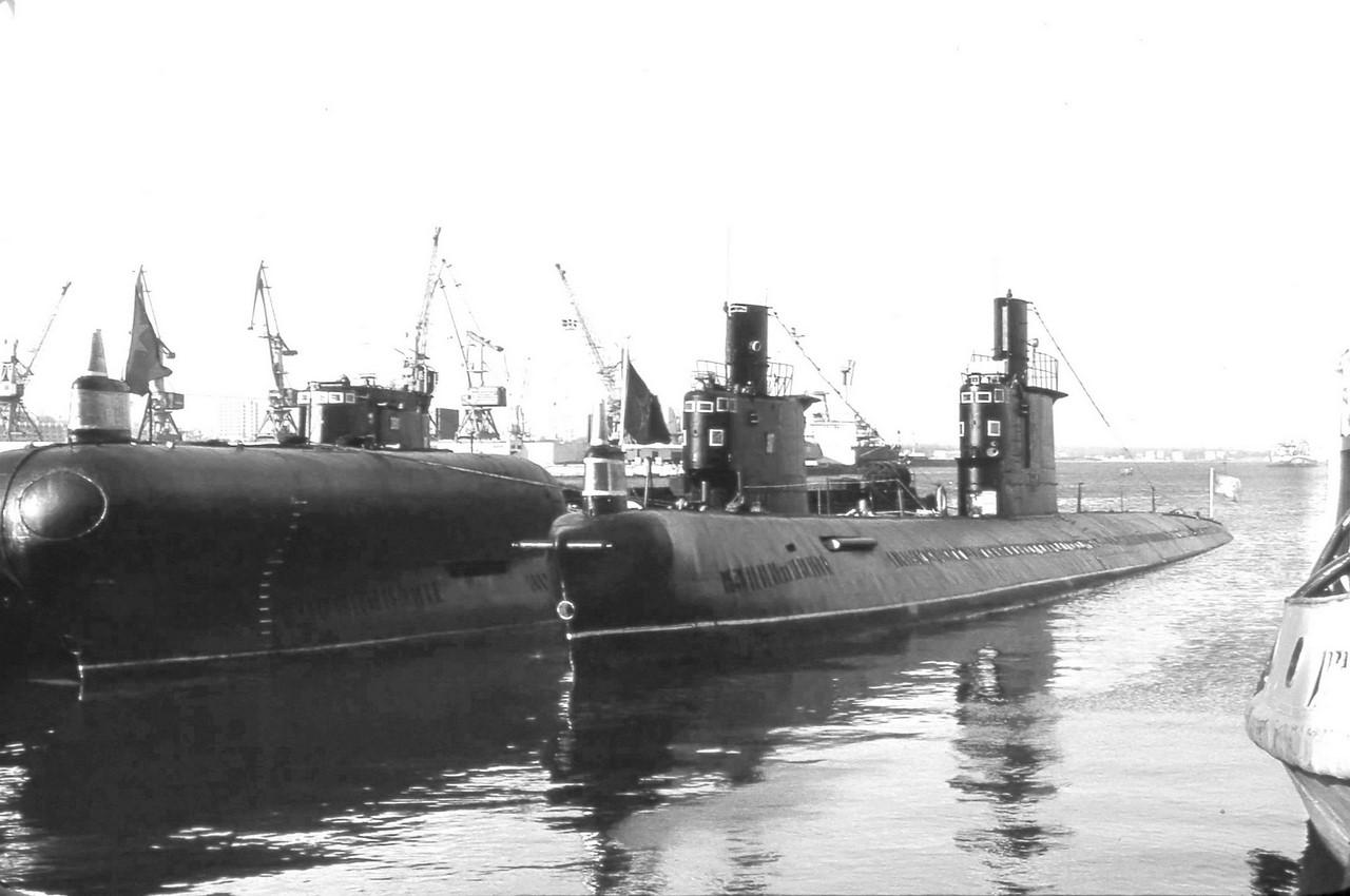 停泊在赛瓦尔斯托波尔港的俄军PZS 50试验潜艇高清图片