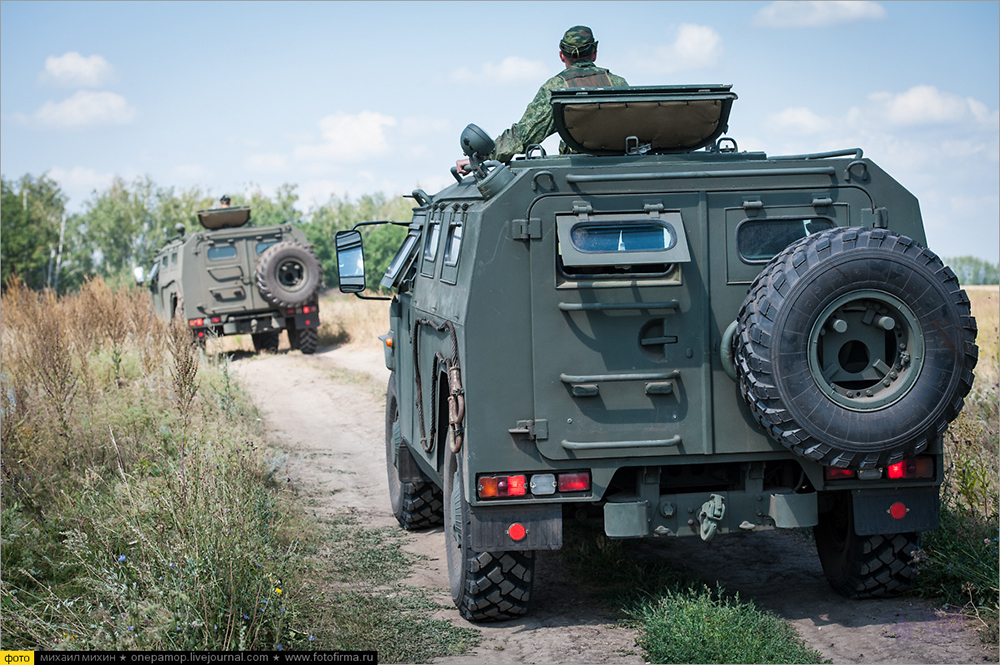 俄军特种部队侦察演习 装甲车无人机一样不少