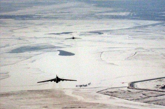 黄河内蒙古段出现堆冰 空军派出3架轰炸机除险
