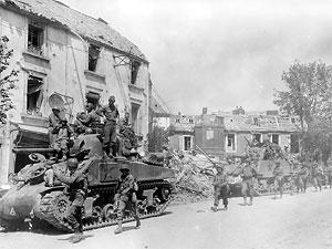在库唐斯美军第4装甲师的m4及m4a3雪曼坦克及步兵