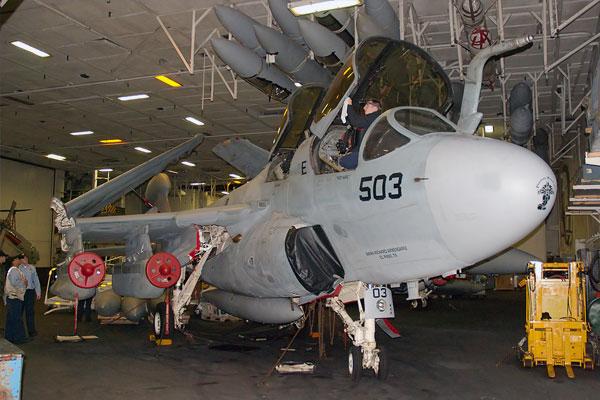 """ea-6b""""徘徊者""""电子战飞机"""