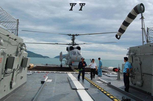 越南军队在南海岛礁上架机枪养鸭子