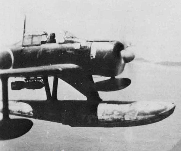 二式水上战斗机 舰载机变身水上飞机