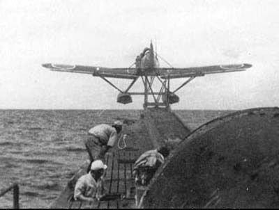 """二战日军""""潜水航母"""":载机三架用于突袭巴拿马"""