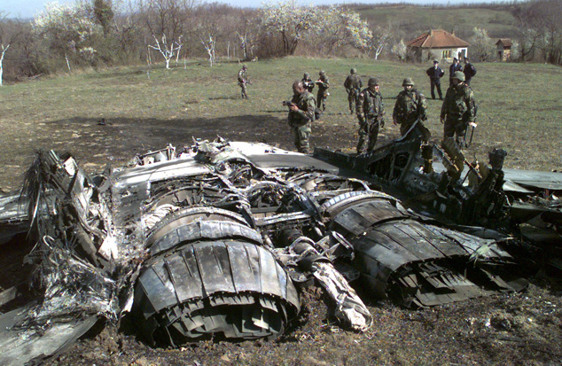在接到e-3发现有3架飞机从巴塔吉尼卡机场起飞的通知后,用机载雷达