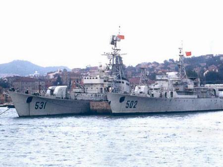 """中国海军""""成都""""级护卫舰"""