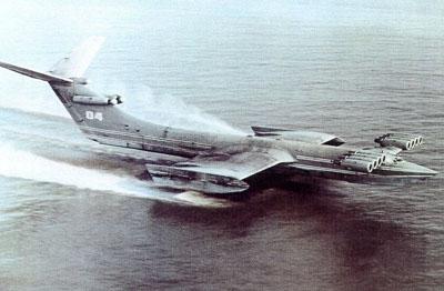 与水上飞机不同的是它几乎贴着水面高速航行
