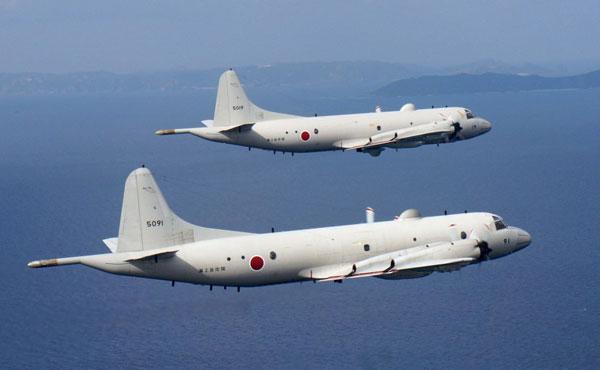 据日本新闻网2月15日消息,日本海上自卫队一个飞机修理厂的屋顶在15