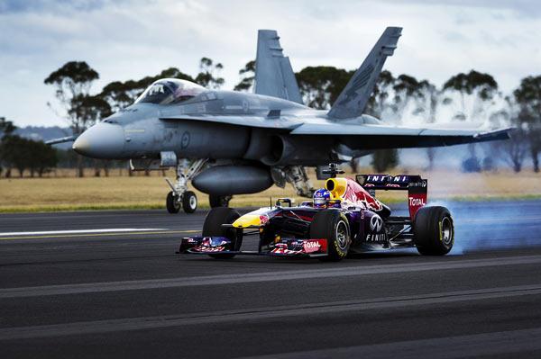 红牛车队F1赛车挑战F A 18 大黄蜂 战斗机