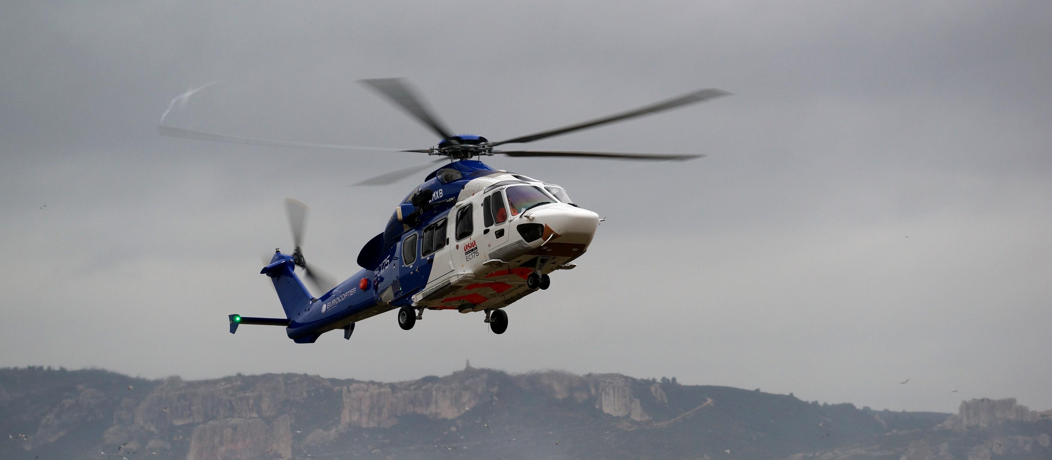 """2014年3月26日,法国巴黎——空客直升机和中航工业直升机公司(中航工业集团专业化生产直升机的板块)签署了共同生产1000架新一代EC175/AC352旋翼机的协议。在巴黎爱丽舍宫,这一协议在法国总统奥朗德和到访的中国国家主席习近平的见证下签署。   该协议加强了空客直升机和中航工业在共同研发的EC175/AC352项目上的工业合作。   空客直升机首席执行官GuillaumeFaury先生表示:""""今日签署的协议是双方团队过去几年密切合作的结果。它为我们双方开启"""