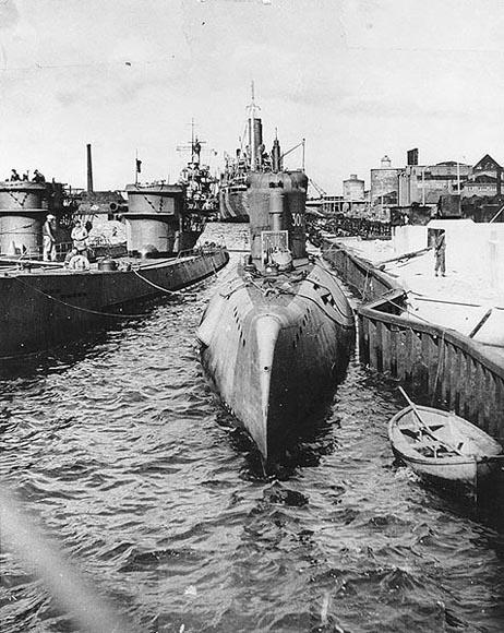 德国xxi潜艇_二战德国XXI级潜艇 纳粹海底的黑色幽灵_空中网军事频道