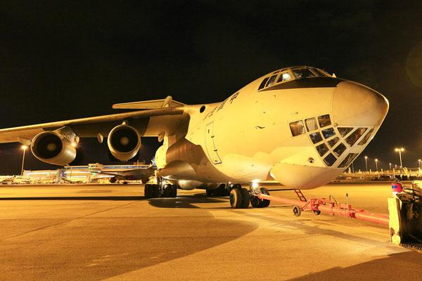 多国飞机停靠澳大利亚珀斯机场 随时准备起飞