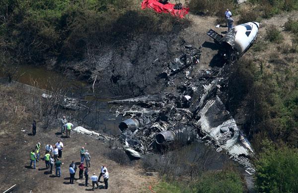 美国亿万富翁私人飞机坠毁爆炸