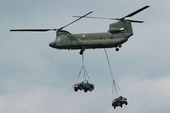 双螺旋桨直升机图片