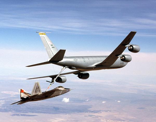 美国新型空中加油机发现严重故障,隐身飞机不敢加油