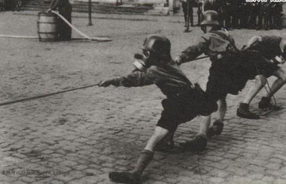 纳粹思想灌输下的儿童