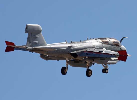 """美国海军ea-6b型""""徘徊者""""舰载电子战飞机"""