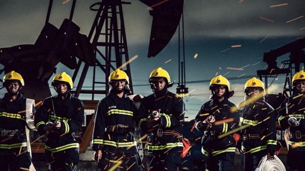 新疆克拉玛依消防队拍炫酷海报堪比大片