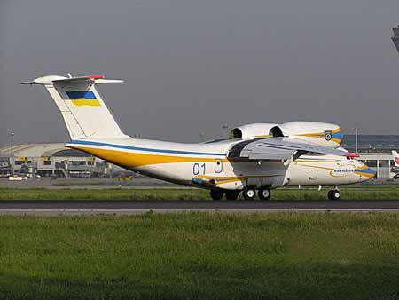 乌克兰安东诺夫设计局安-74双发短距起落运输机
