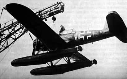 与美国的pby水上飞机展开空战