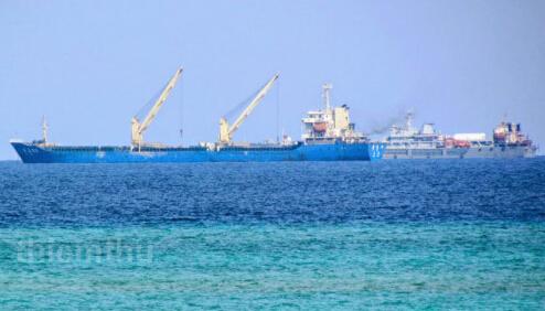 中国在南海5个岛礁填海作业
