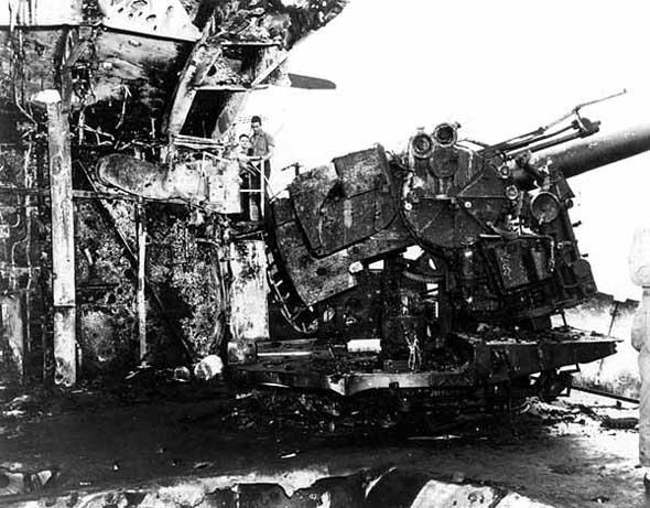 """随即发动攻击,击伤了""""千岁""""号水上飞机母舰."""