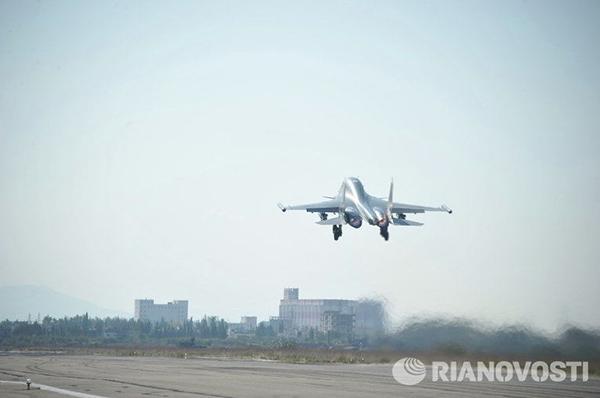 正在起飞的俄罗斯betway体育app的苏-34战斗轰炸机
