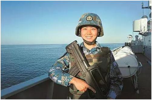图5 宋玺:北京大学心理系本科生,曾服役于中国海军陆战队,中国海军亚丁湾护航编队唯一女队员