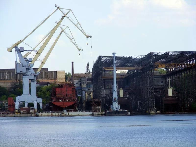 """因此如果说黑海造船厂是""""苏联航母摇篮""""的话,那尼古拉耶夫造船厂也"""