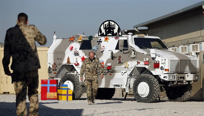 """deutsche soldaten in afghanistan bereiten <strong>weihnacht<\/strong>sfeier vor"""" style=""""max-width:420px;float:left;padding:10px 10px 10px 0px;border:0px;"""">Searching for greater results around the money you make investments? Everyone would like to succeed in stock market trading, but couple of truly know what attributes assist to create a productive forex trader. When you see the pursuing post, you will see what you need to know to get the most from your ventures.</p> </p> <p>If you spend, make sure that you have practical objectives. It is actually widely known that success and riches from stock market trading tend not to come about over night without the need of high risk trading, which in turn contributes to severe loss of funds. Whenever you maintain your risk affordable, you may enhance your opportunity for achievement.</p> </p> <p>Ensure your youngsters have a very good experience of being familiar with relating to budget and investments, from the early age. The earlier they are explained about monetary obligation and what can be achieved with hard work, the more effective away they will be in the long run, as they grow older. You may also entail them a little bit, while you buy and then sell your purchases, by detailing why you are generating these choices.</p> </p> <p>An excellent idea that many traders can use is to create a tip that you automatically offer off your stocks when they decline in worth by about 8% from the unique inventory cost. Plenty of times' stockholders are praying to get a come back that never ever comes, and they also find yourself burning off much more dollars.</p> </p> <p>With regards to shelling out, ensure you're knowledgeable. Discover the essentials of bookkeeping and stock exchange historical past. If you're not educated, you won't have the capacity to make money and you'll look like a mislead. You don't need to have a four year data processing level or something expensive, but spend some time to find out the important information"""